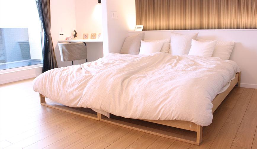 広々とした寝室、開放的な寝心地を実現